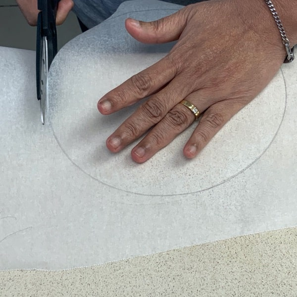 line the cake tin with baking paper