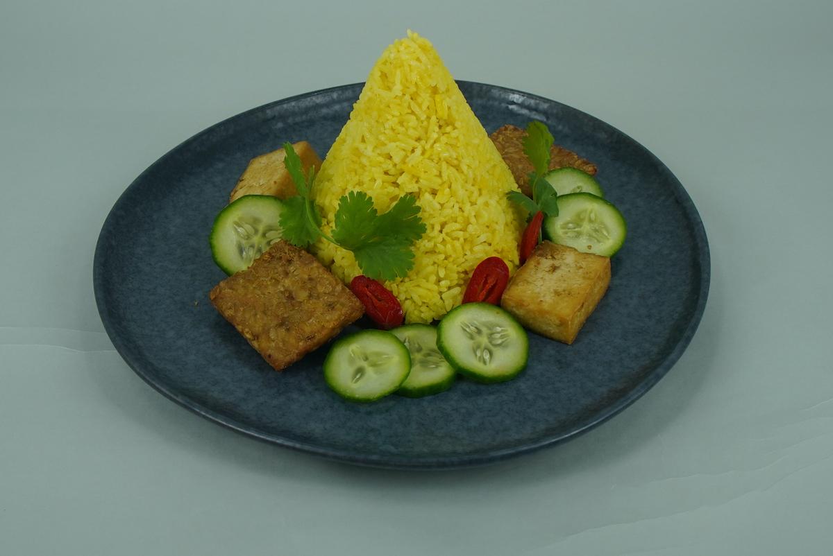 Nasi kuning yellow rice pressure cooker