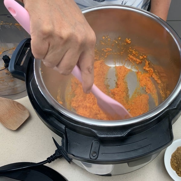 cook the rendang spices and flavor
