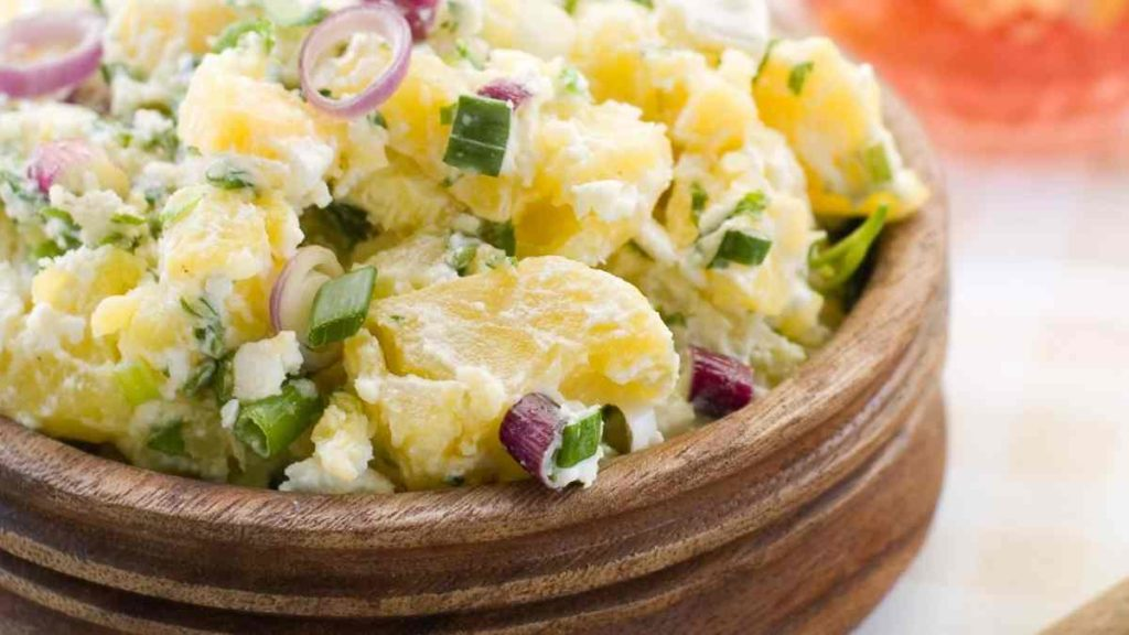 How Many Cups of Potato Salad For a Party or a  Group of 10 People