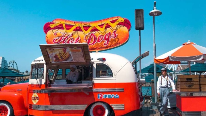 What do you need for a hot dog bar
