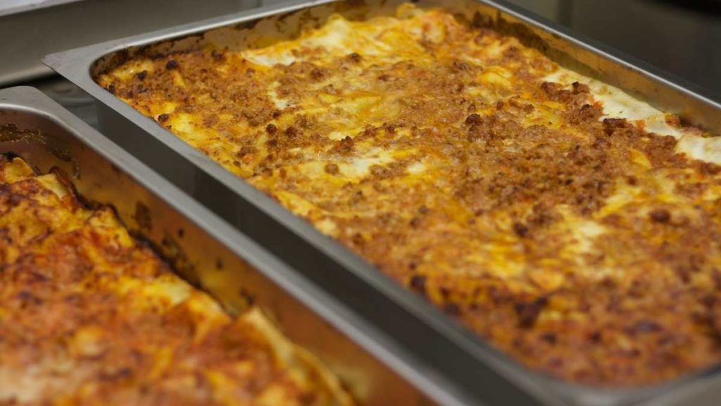 Cheesy Lasagna For 100 People