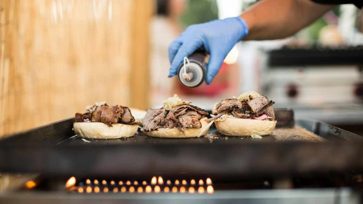 Cooking Burgers for a Crowd (10 Clever tips for speed)