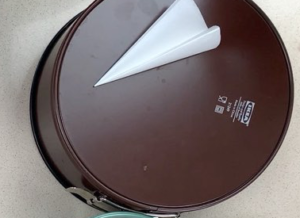 How To Line A Cake Tin