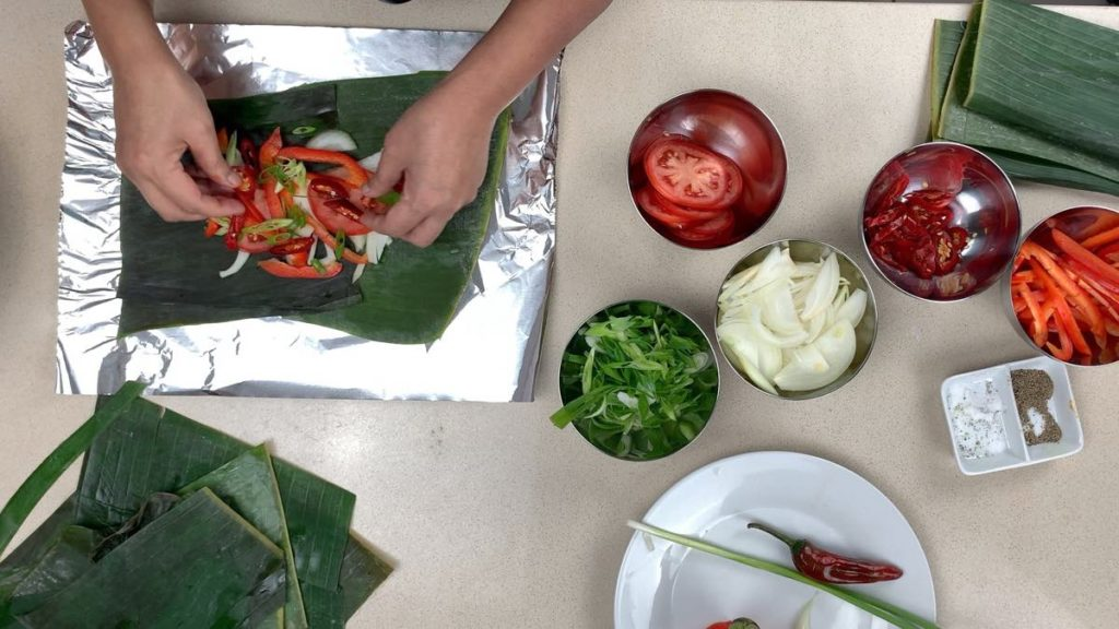 Make A Fish Curry Parcel