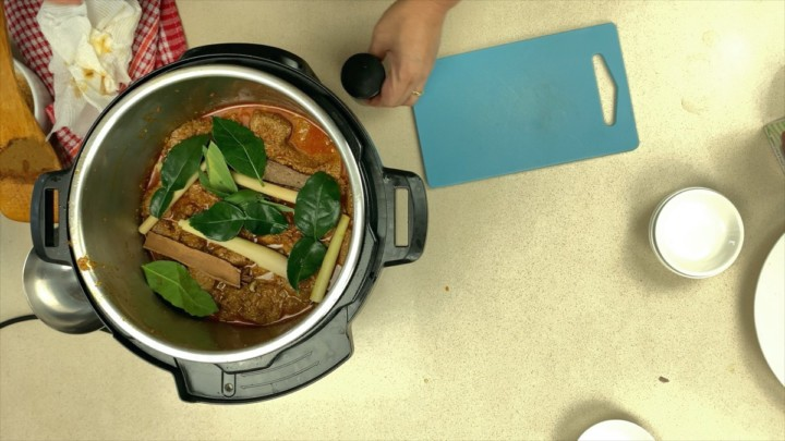 Add In Aromatics To Rendang