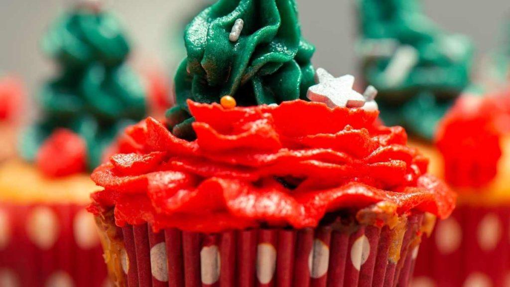 Mini Christmas Cupcakes For a Family Reunion