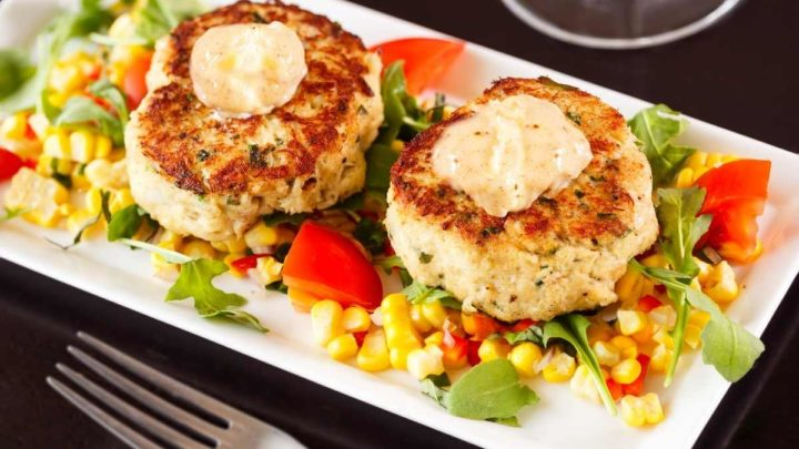 How long does it take to reheat crab cakes on Stovetop To fully reheat crab cakes on stovetop takes 6 minutes