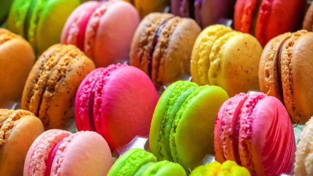 How many macarons per person for 100 people