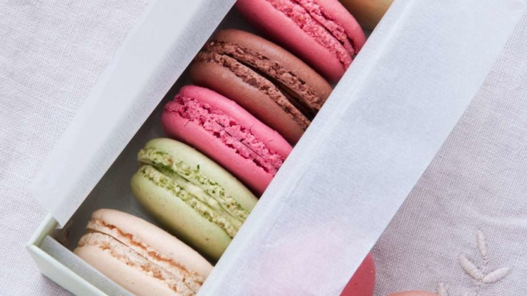 how many macarons per person for a party or 10