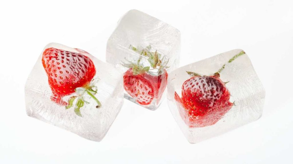 How do you store strawberries for a week?